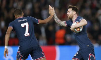 Kylian Mbappe ja Lionel Messi juhlivat maalia.